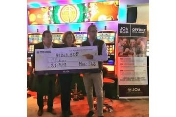 Elle visite un casino Joa et remporte le jackpot! image